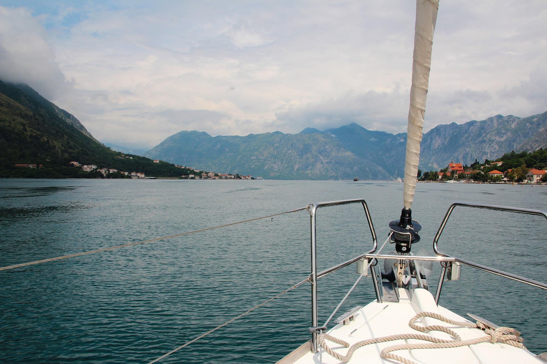 sailing-boat-1028489_1920